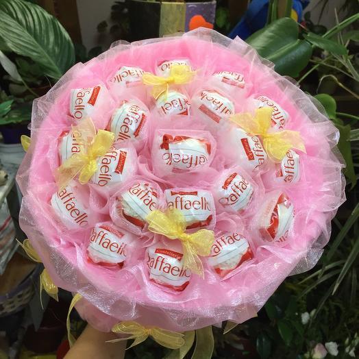 Розовый букет с рафаэлло