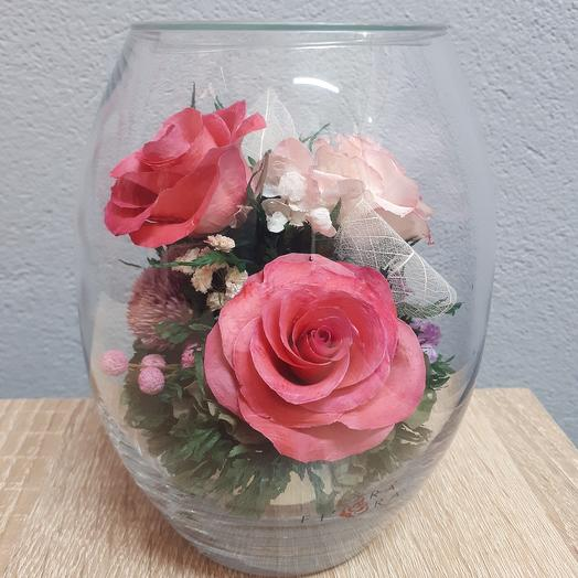 Розовые розы в средней овальной вазе