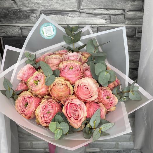 15 пионовидной розы