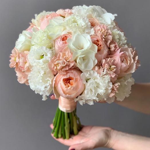Букет невесты Пионовидные розы и эустома