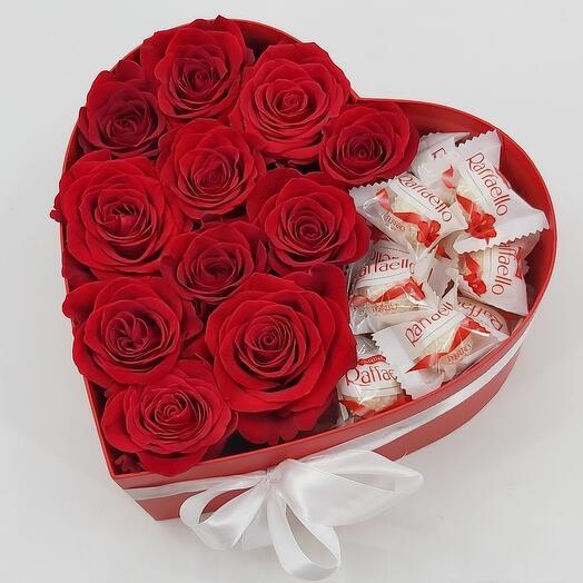 Розы и Рафаэлло в коробке