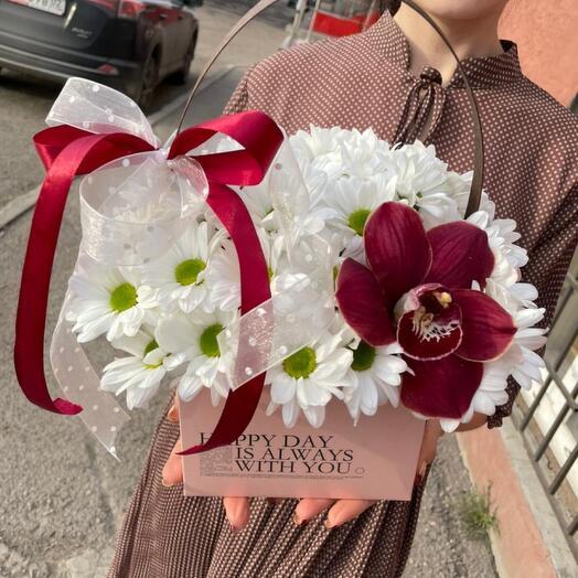 Цветы в коробке. Хризантема