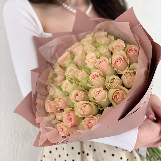 Букет из 41 кремовой розы Кения