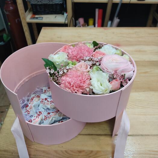 Сюрприз с цветами и конфетами