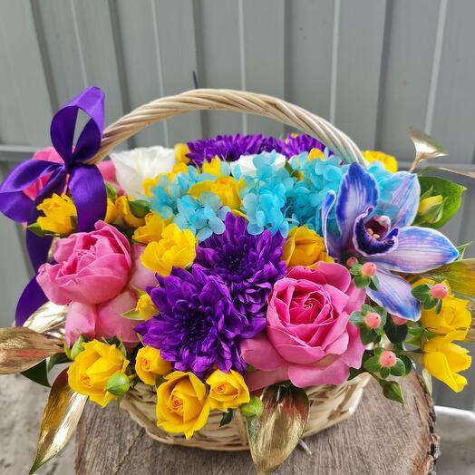 Корзина с цветами яркая 🌞