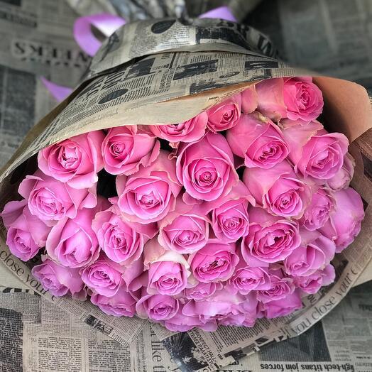 35 розовых роз