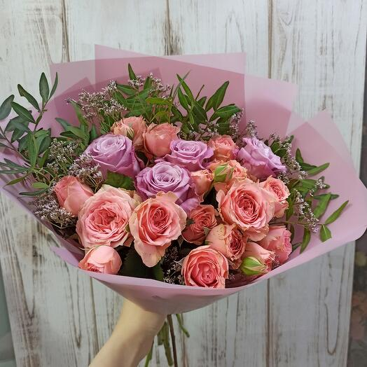 Букет с пионовидными розами и розами
