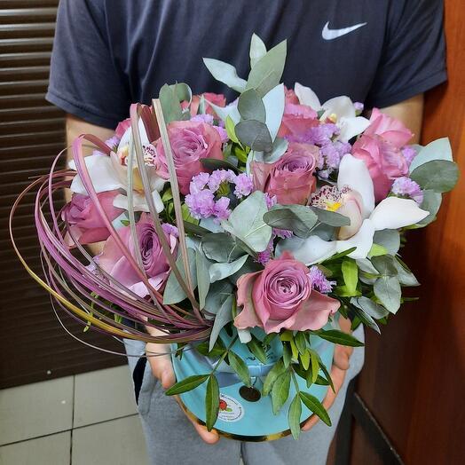 Цветы в коробке пурпур