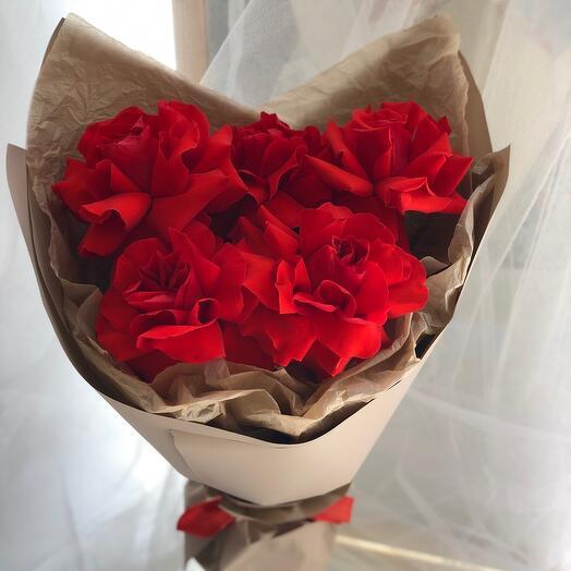 Красные ажурные розы