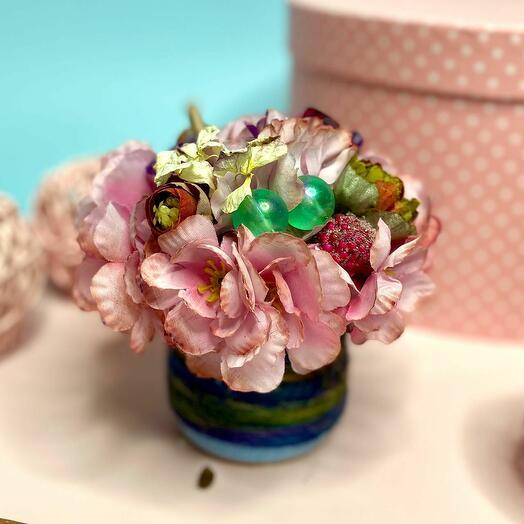 Интерьерная аромо композиция из искусственных цветов в кашпо с джутом