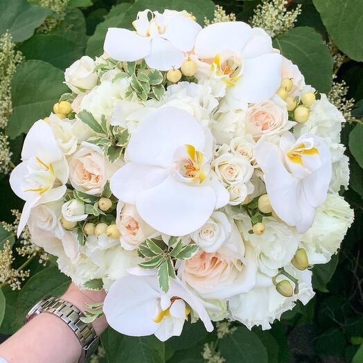 Букет невесты  Luxury Flowers Белая орхидея