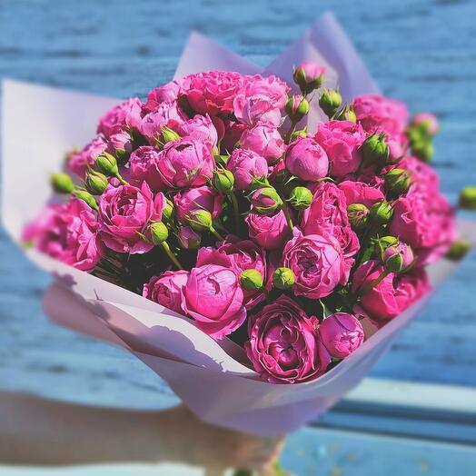 Букет из 9 кустовых пионовидных роз