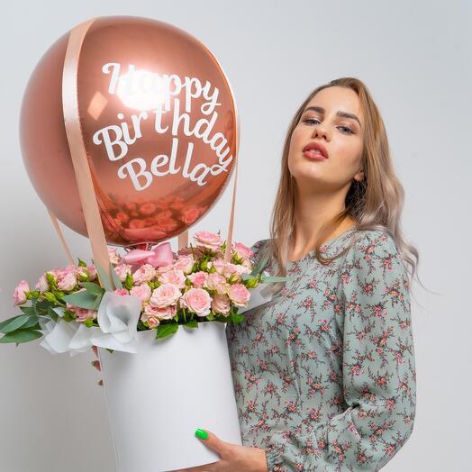 Цветы в коробке с шаром и надписью