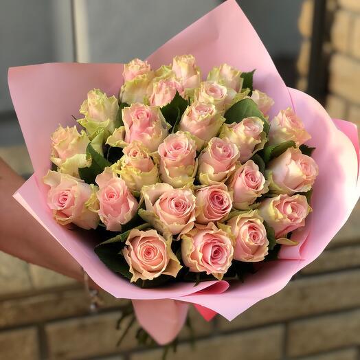 Букет из 25 роз с оформлением
