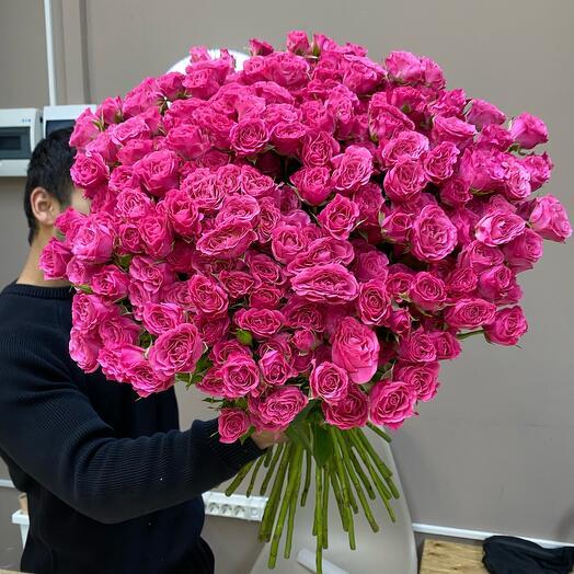 Роскошный букет из кустовых роз
