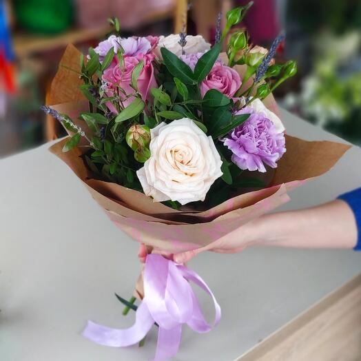 Букет из роз и диантусов