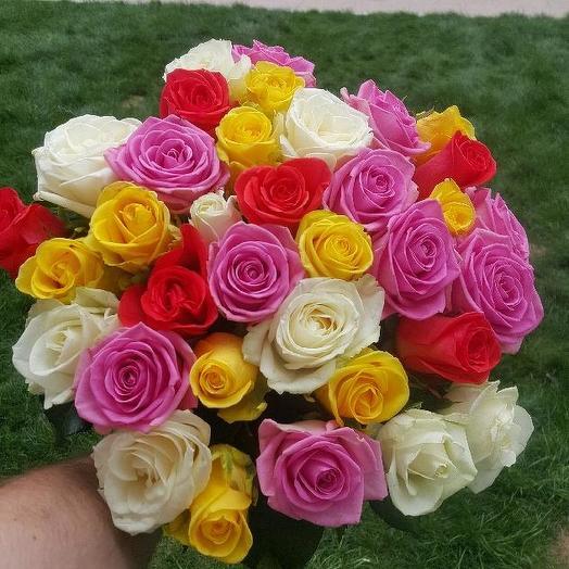 Букет из 35 разноцветных роз 70 см: букеты цветов на заказ Flowwow