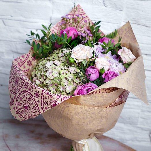 Букет с гортензией миксом роз вереском зеленью фисташки: букеты цветов на заказ Flowwow