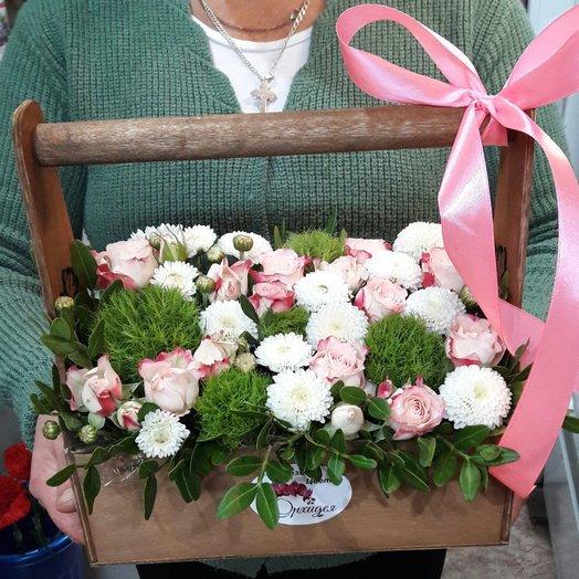 Ящик с маленькими розочками: букеты цветов на заказ Flowwow