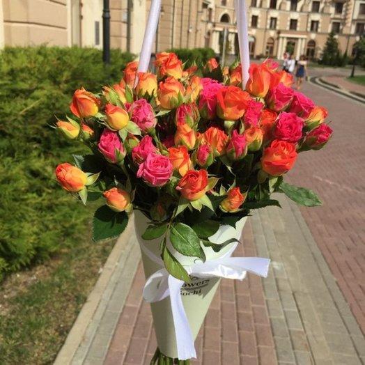 Конус с кустовыми розами: букеты цветов на заказ Flowwow