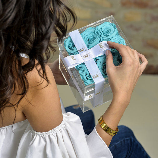 Acrylic box with turquoise roses - Acrylic box with turquoise rose: flowers to order Flowwow