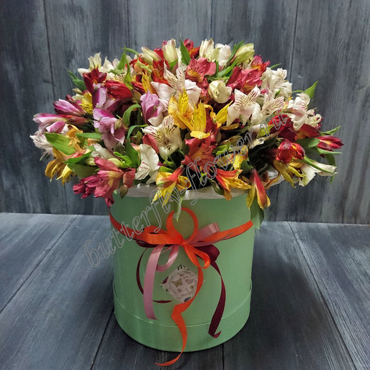"Шляпная коробочка "" Альстрамерия"": букеты цветов на заказ Flowwow"