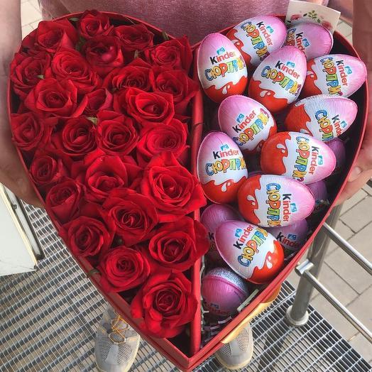 Коробка с розами и киндерами «Сладкое сердце»
