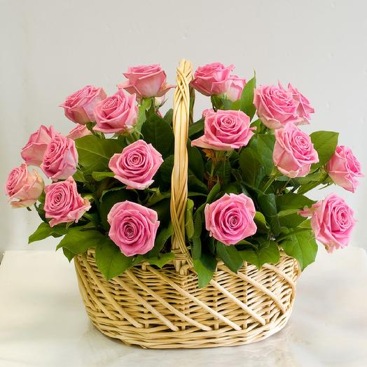 25 роз в корзине: букеты цветов на заказ Flowwow