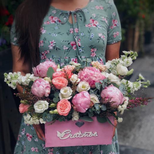 Деревянный ящик с цветами: букеты цветов на заказ Flowwow