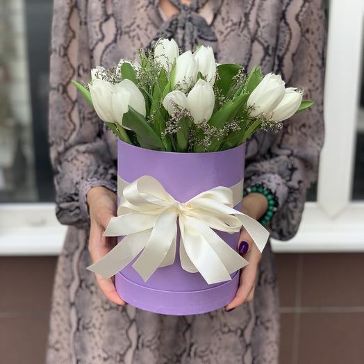 Белые тюльпаны в коробке: букеты цветов на заказ Flowwow