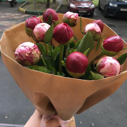 Пионы в крафте: букеты цветов на заказ Flowwow