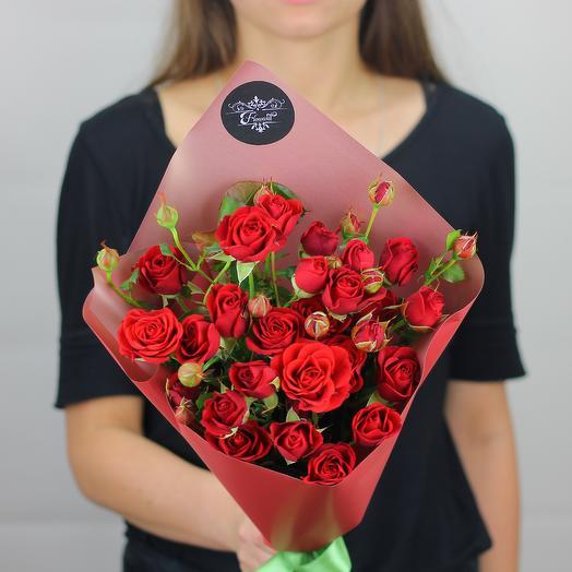 5 красных кустовых роз: букеты цветов на заказ Flowwow