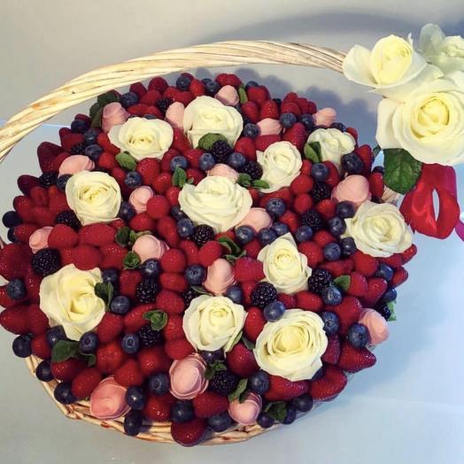 Корзинка «Венеция»: букеты цветов на заказ Flowwow