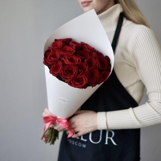 Классический букет из 19 роз Ред Наоми