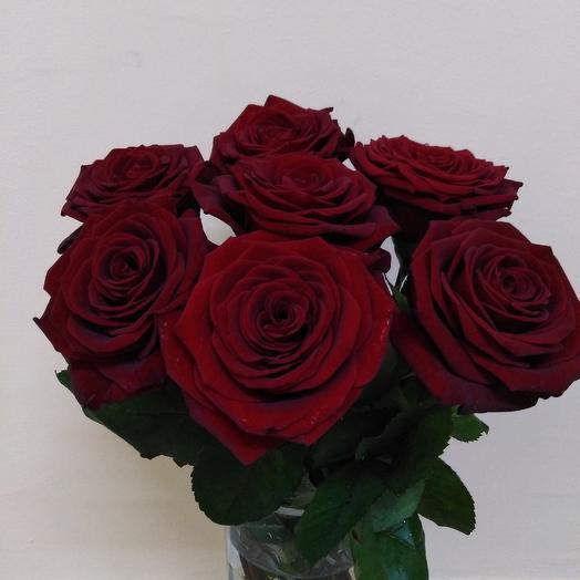 7 высоких красных роз