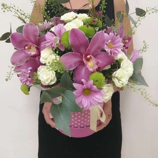 Шляпная коробочка с живыми цветами