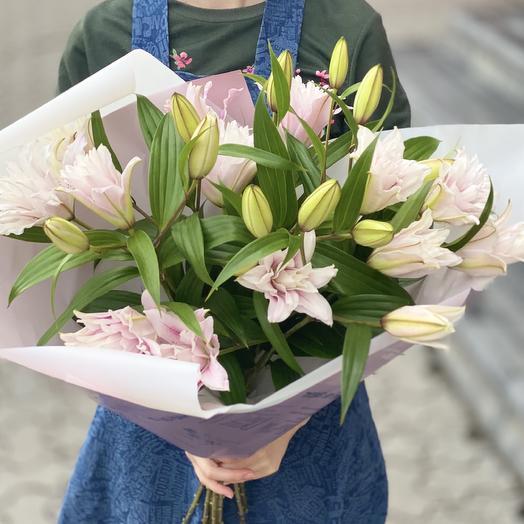 Чудные лилии: букеты цветов на заказ Flowwow