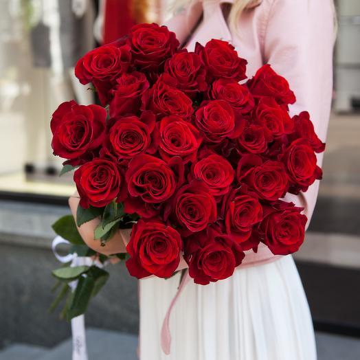 25 красных роз в атласной ленте