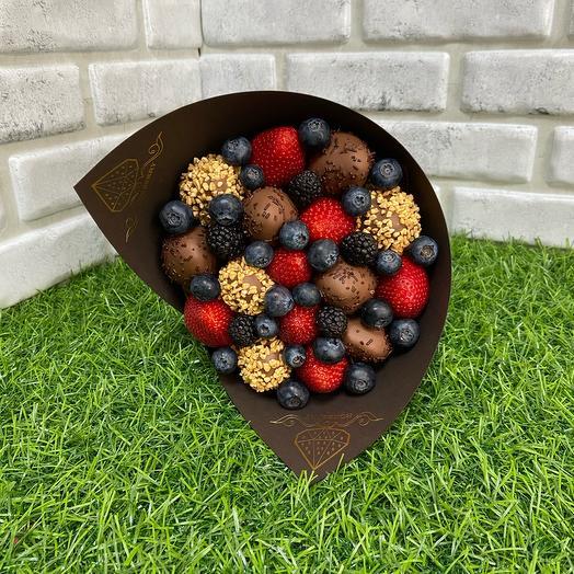 Букет «Комбо» из ягод и клубники в шоколаде: букеты цветов на заказ Flowwow