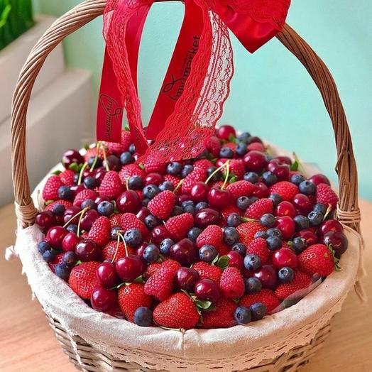 Корзинка ягод: букеты цветов на заказ Flowwow
