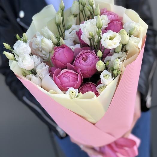 Букет из пионовидной кустовой розы и эустомы Шанталь