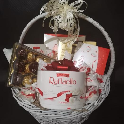 Корзина с Raffaello и Ferrero