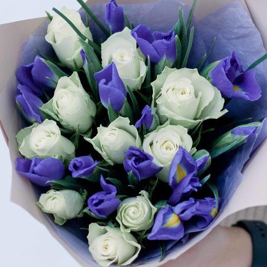 Букет из 10 белых роз (Кения) Standart и 15 синих ирисов