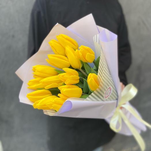 Букет 15 желтых тюльпанов