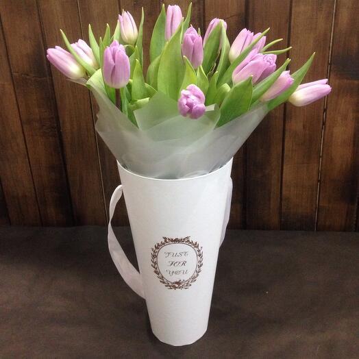 Тюльпаны розовые в конусе