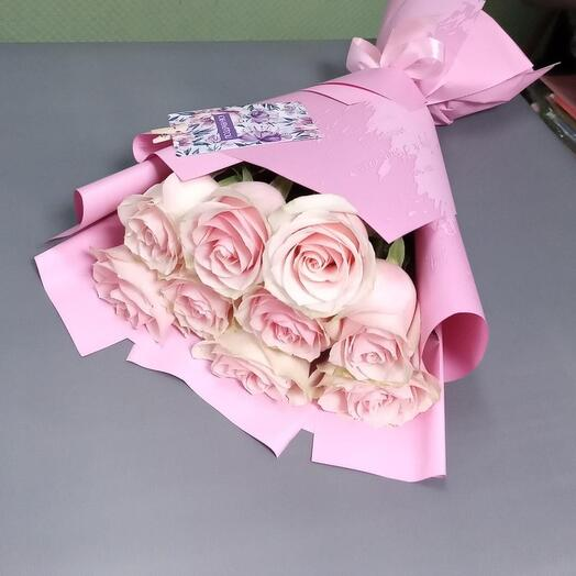 9 розовых роз в упаковке