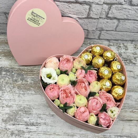Цветы и конфеты «Сердце»