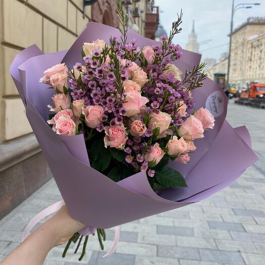 Милый букетик с кустовой розой