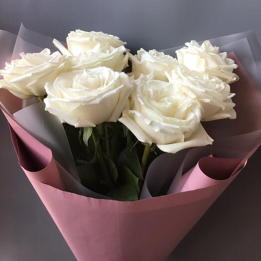Моно из белых пионовидных роз
