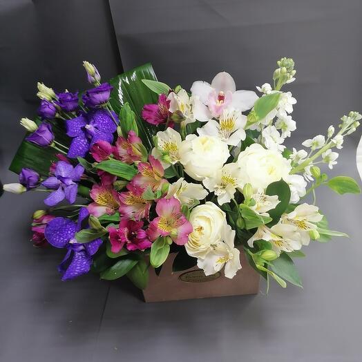 Роскошный ящик с цветами